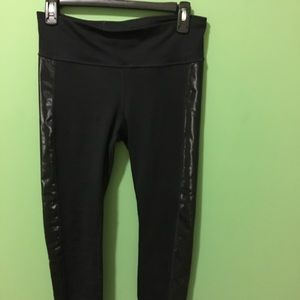 Gap fit black leggings with shiny detail on sides